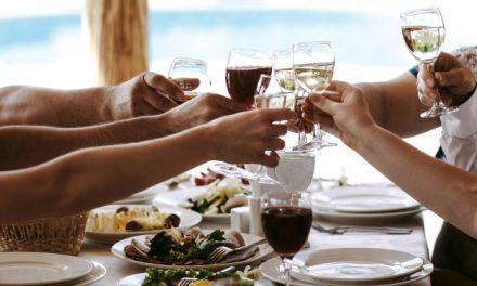 Inviter dine kolleger til en hyggelig aften med god vin